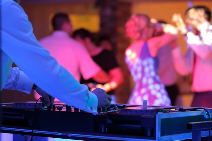 What to ask your DJ before booking him for your wedding?